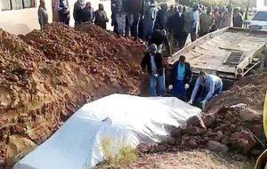 Ölen Koronavirüs hastasının otomobiliyle birlikte gömüldüğü iddiası
